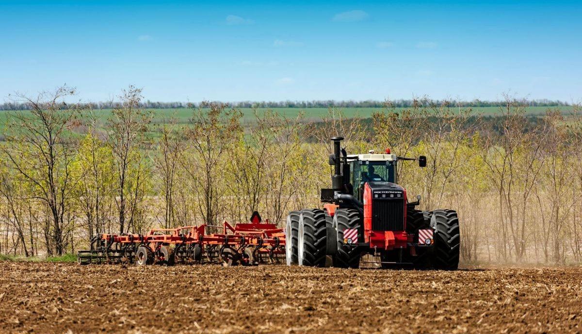 Ростсельмаш представит высокопроизводительные тракторы саратовским аграриям